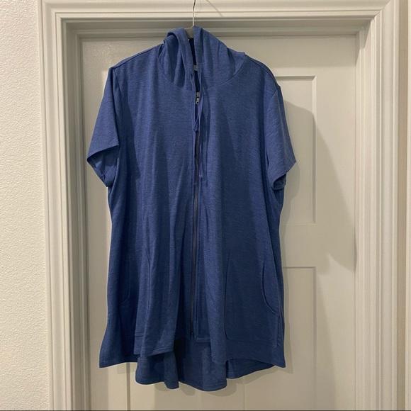 LOGO zip front short sleeve hoodie size XL / 18
